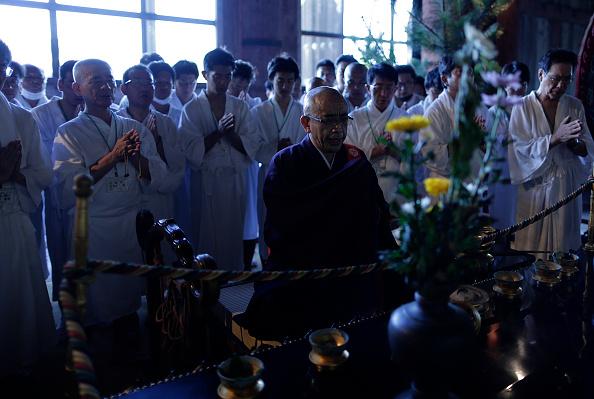 Great Buddha Hall - Nara「Monks Clean The Great Buddha of Nara  Ahead Of Bon Festival」:写真・画像(10)[壁紙.com]