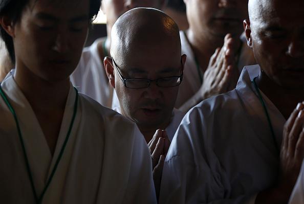 Great Buddha Hall - Nara「Monks Clean The Great Buddha of Nara  Ahead Of Bon Festival」:写真・画像(8)[壁紙.com]