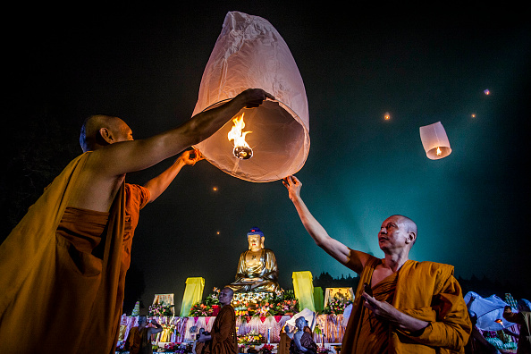 Buddhism「Indonesian Buddhists Celebrate The Vesak Holiday」:写真・画像(2)[壁紙.com]