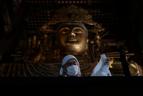 Great Buddha Hall - Nara「Monks Clean The Great Buddha of Nara  Ahead Of Bon Festival」:写真・画像(18)[壁紙.com]