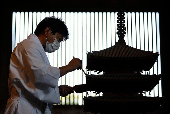 Great Buddha Hall - Nara「Monks Clean The Great Buddha of Nara  Ahead Of Bon Festival」:写真・画像(14)[壁紙.com]