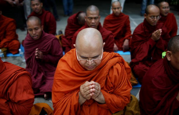 United Nations Building「Burmese Monks Fast And Meditate For Cyclone Victims In Myanmar」:写真・画像(13)[壁紙.com]