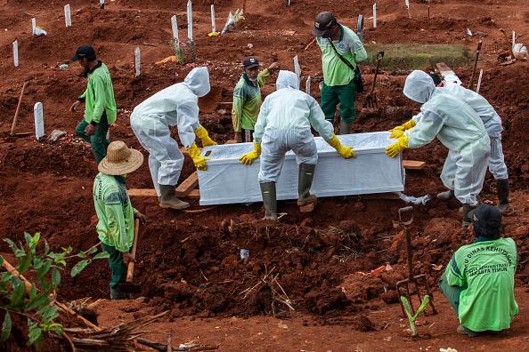 Place of Burial「Indonesians Mark Ramadan Amid The Coronavirus Pandemic」:写真・画像(16)[壁紙.com]