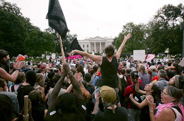 Multi-Ethnic Group「Anti-War Protestors Demonstrate In Washington」:写真・画像(9)[壁紙.com]