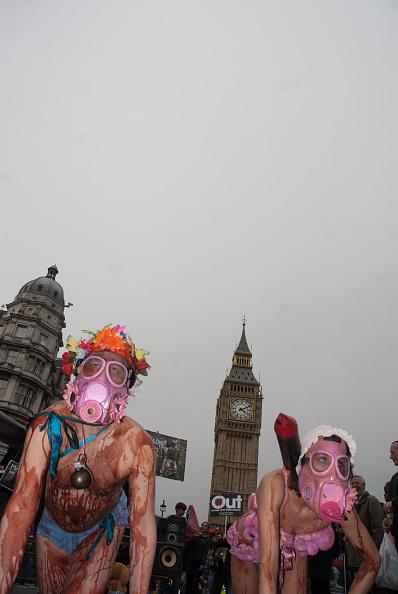 水着「Protestors In Westminster」:写真・画像(4)[壁紙.com]