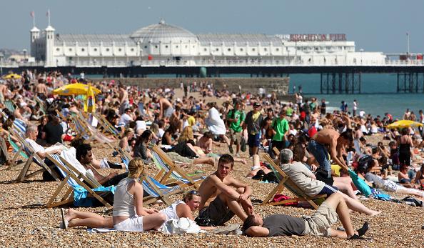 Brighton - England「People enjoying the warm weather」:写真・画像(6)[壁紙.com]