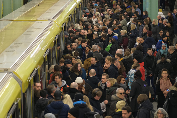 Crowd「Deutsche Bahn Hit By EVG Union Strike」:写真・画像(1)[壁紙.com]