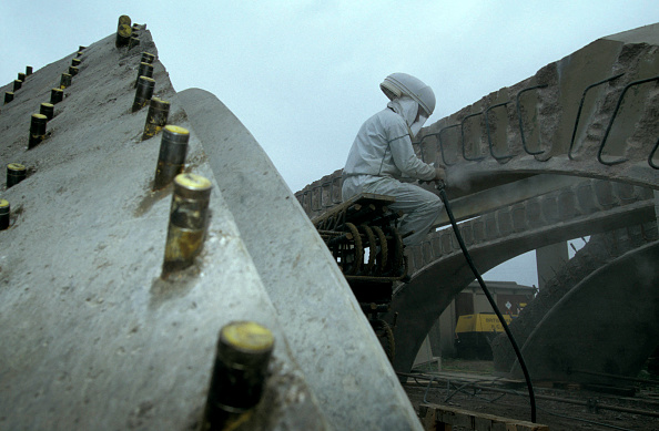 Dust「Working on pre-cast concrete structure in protective clothing at Taunton Concrete. C1994」:写真・画像(6)[壁紙.com]