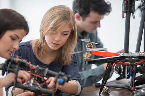 メカ「に取り組んでいるロボットドローン」:スマホ壁紙(17)