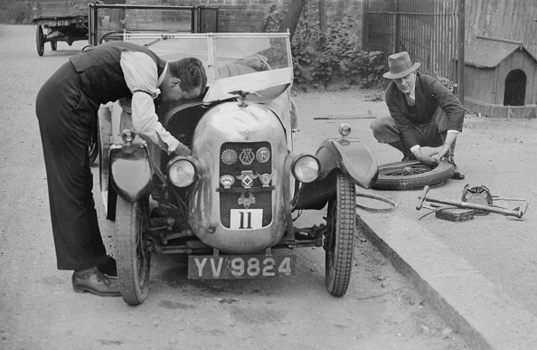 Bonnet「Working on the engine of E Martin's Austin Swallow at the North West London Motor Club Trial, 1929」:写真・画像(8)[壁紙.com]