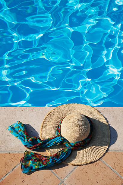 Straw hat lying at pool edge:スマホ壁紙(壁紙.com)