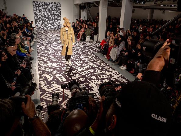 ロンドンファッションウィーク「Backstage at London Fashion Week」:写真・画像(9)[壁紙.com]