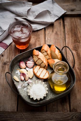 Garlic Clove「Sliced garlic bread, baguette, garlic, sea salt and olive oil on tray」:スマホ壁紙(17)