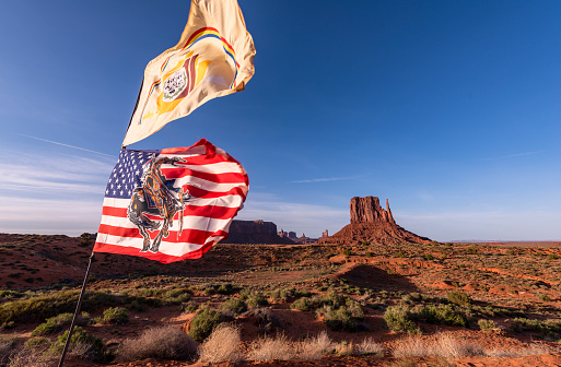 "Indigenous Culture「Navajo Nation Flag, and modified American flag with ""End of the Trail"" which is all public domain.」:スマホ壁紙(6)"