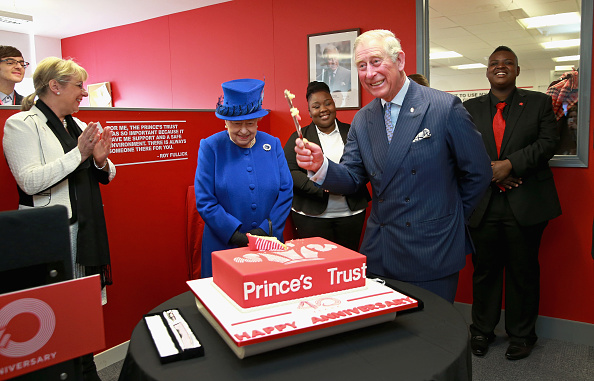 Cake「The Queen And Prince Of Wales Visit The Prince's Trust Centre」:写真・画像(9)[壁紙.com]