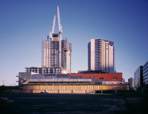 Melbourne Docklands「Afternoon sunlight hitting large construction site」:スマホ壁紙(6)