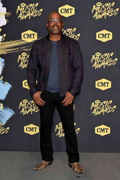 Fully Unbuttoned「2018 CMT Music Awards - Arrivals」:写真・画像(16)[壁紙.com]