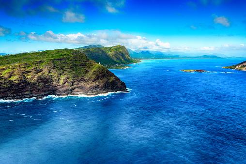オアフ島「上からハワイ ・ オアフ島の海岸の崖」:スマホ壁紙(9)
