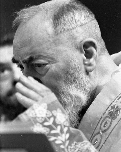 Preacher「Padre Pio says the mass at the Sanctuary of Saint Pio of Pietrelcina 1966」:写真・画像(18)[壁紙.com]