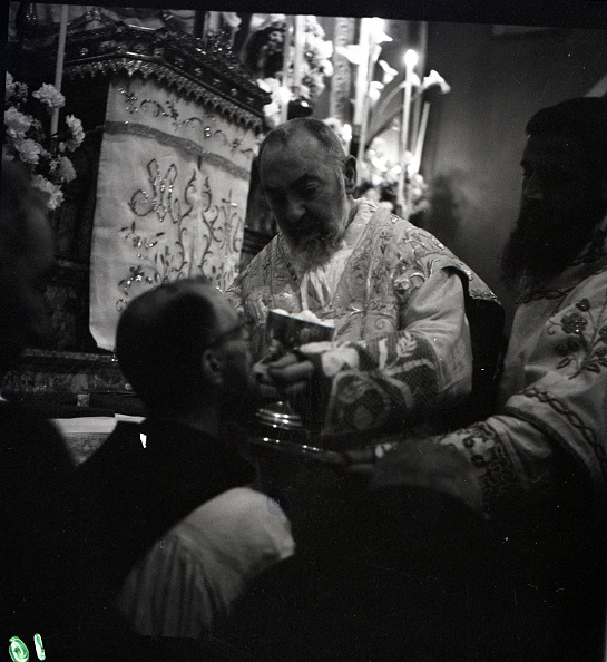 Church「Padre Pio says Easter Mass at the Sanctuary of Saint Pio of Pietrelcina 1957」:写真・画像(2)[壁紙.com]