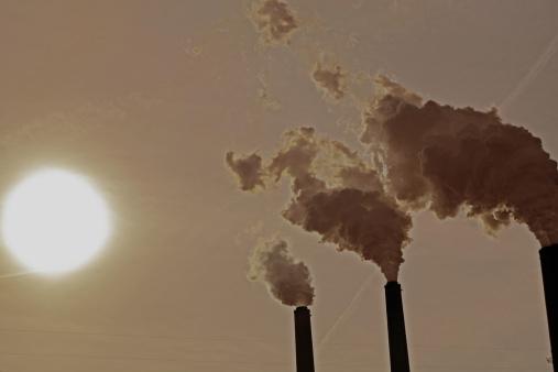 Emitting「Carbon dioxide emissions from a power plant」:スマホ壁紙(1)