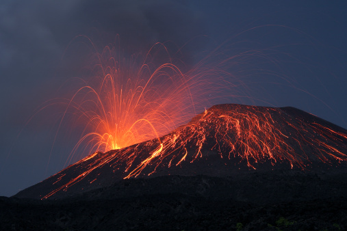 Lava「Vulcanian eruption of Anak Krakatau volcano, Sunda Strait, Java, Indonesia.」:スマホ壁紙(4)