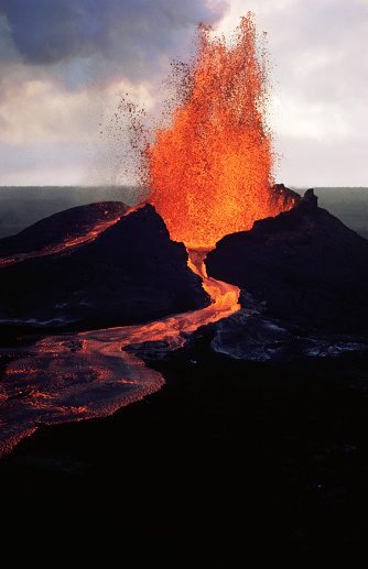 Lava「Puu Oo Crater Erupting」:スマホ壁紙(15)