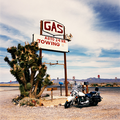 Motorcycle「Motorbike by a Gas Station along Route 66」:スマホ壁紙(13)