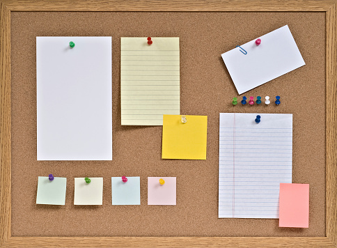 Adhesive Note「Cork Board with Pinned Blank Notes」:スマホ壁紙(5)