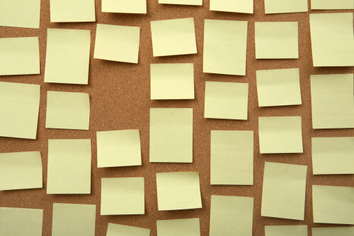 Wooden Post「Cork board with yellow sticky note」:スマホ壁紙(7)