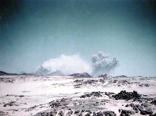 French Culture「Nuclear test may 01, 1962 in In Eker, Algeria : underground explosion during which the plug revealed to be faulty, defective and which irradiated many french soldiers」:写真・画像(17)[壁紙.com]