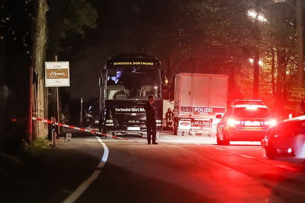 Bus「Borussia Dortmund Bus Explosion Injures One」:写真・画像(11)[壁紙.com]