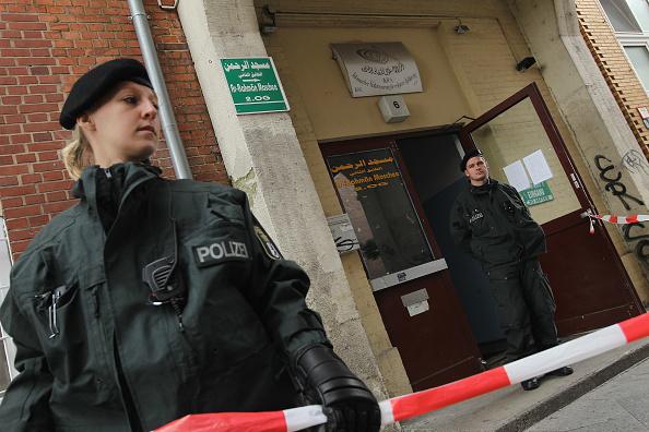 Sean Gallup「Police Arrest Two In Suspected Terror Plot」:写真・画像(18)[壁紙.com]