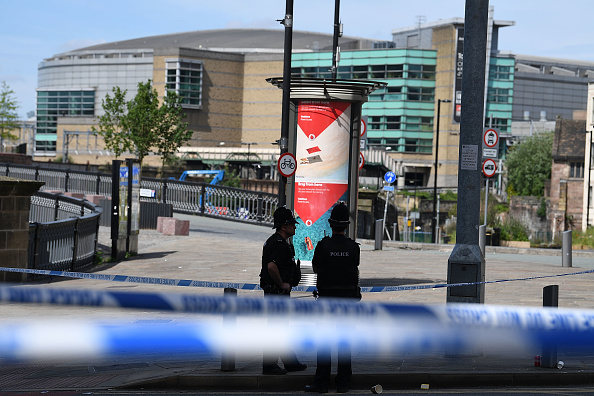Guarding「Aftermath In Manchester After Pop Concert Terrorist Attack Kills 22」:写真・画像(12)[壁紙.com]