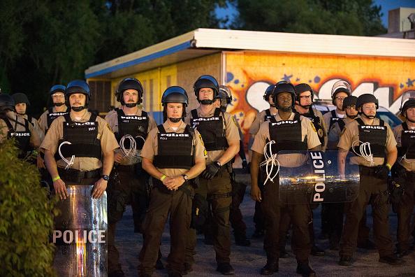 Ferguson - Missouri「Ferguson Tense After Shootout On Anniversary Of Michael Brown's Death」:写真・画像(19)[壁紙.com]