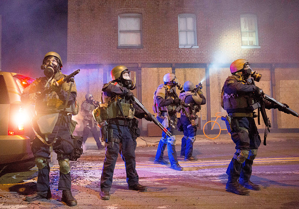 Aaron P「Riots After Grand Jury Decision Rip Apart Ferguson, Missouri」:写真・画像(15)[壁紙.com]
