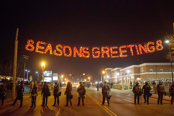 Aaron P「Riots After Grand Jury Decision Rip Apart Ferguson, Missouri」:写真・画像(6)[壁紙.com]