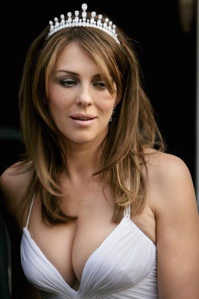Elizabeth Hurley「Celebrities Leave For The White Tie & Tiara Ball」:写真・画像(13)[壁紙.com]