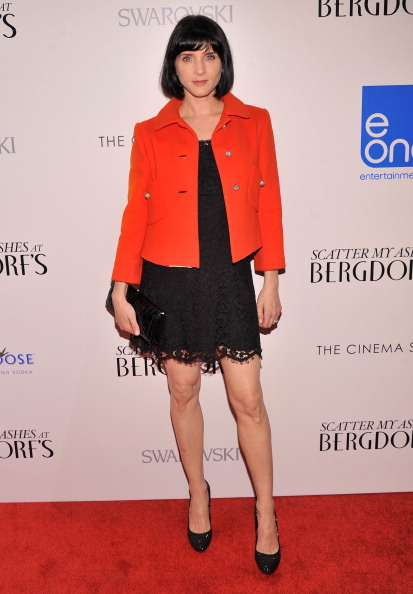 "Scalloped - Pattern「The Cinema Society With Swarovski & Grey Goose Host The Premiere Of eOne Entertainment's ""Scatter My Ashes At Bergdorf's"" - Arrivals」:写真・画像(7)[壁紙.com]"