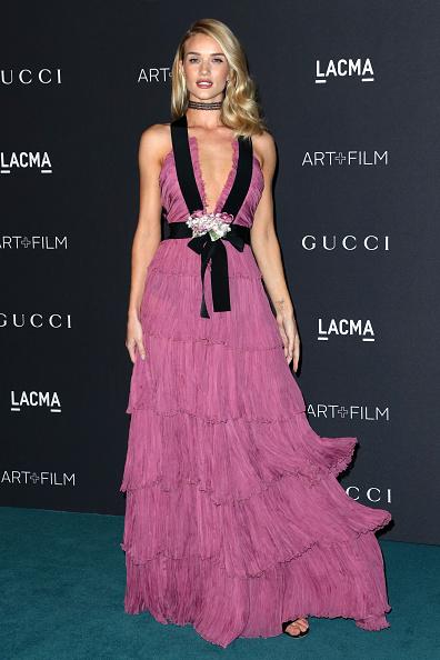 ロージー・ハンティントン・ホワイトリー「LACMA 2015 Art+Film Gala Honoring James Turrell And Alejandro G Iñárritu, Presented By Gucci - Arrivals」:写真・画像(3)[壁紙.com]