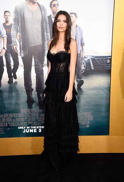 "Westwood Neighborhood - Los Angeles「Premiere Of Warner Bros. Pictures' ""Entourage"" - Arrivals」:写真・画像(17)[壁紙.com]"