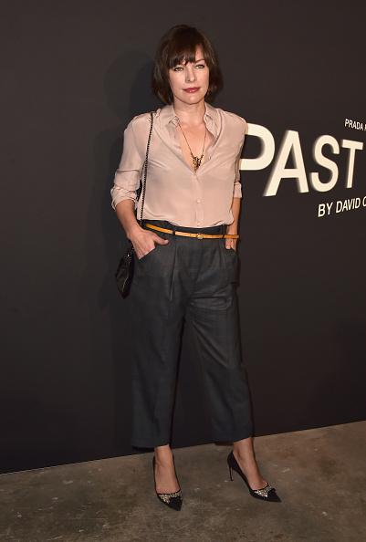 ミラ・ジョヴォヴィッチ「Prada Presents 'Past Forward' By David O. Russell Los Angeles Premiere - Arrivals」:写真・画像(0)[壁紙.com]