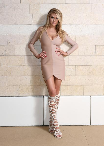 シャーロット・マッキニー「Actress/Model Charlotte McKinney, Co-star Of 'Baywatch,' Hosts Grand Opening Of NightSwim At Encore Beach Club In Wynn Las Vegas」:写真・画像(18)[壁紙.com]