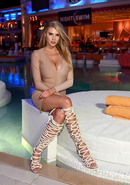 シャーロット・マッキニー「Actress/Model Charlotte McKinney, Co-star Of 'Baywatch,' Hosts Grand Opening Of NightSwim At Encore Beach Club In Wynn Las Vegas」:写真・画像(1)[壁紙.com]