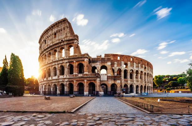 Colosseum in Rome during sunrise:スマホ壁紙(壁紙.com)