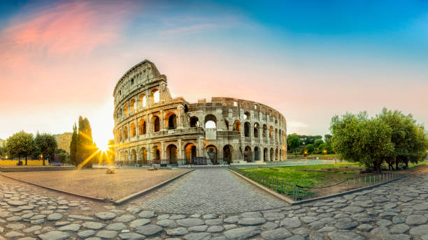 Colosseum in Rome and morning sun, Italy:スマホ壁紙(壁紙.com)