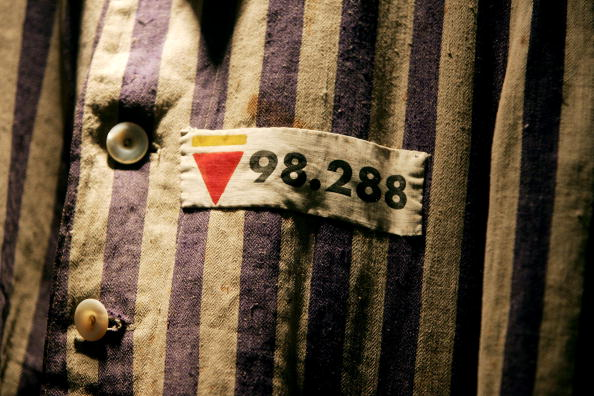 Holocaust「Auschwitz Survivor Leon Greenman 98288 At The Jewish Museum」:写真・画像(18)[壁紙.com]