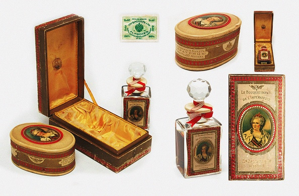 Toilet「Perfume Collection Favorite Bouquets Of The Empress Catherine The Great By Bro&#1089Ard」:写真・画像(18)[壁紙.com]