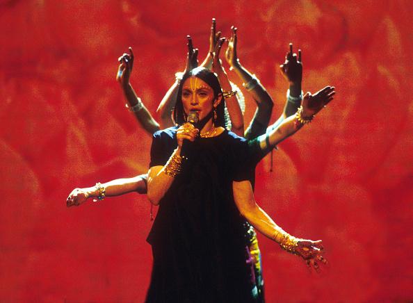 Singer「1998 MTV Video Music Awards」:写真・画像(12)[壁紙.com]