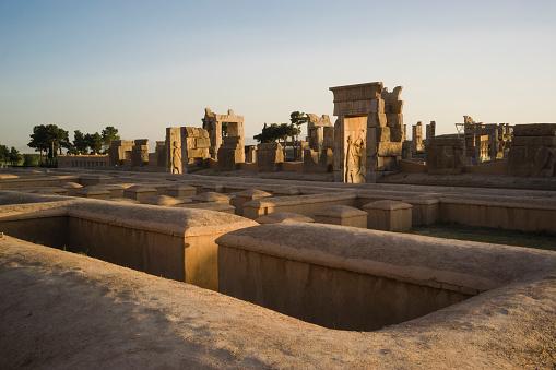 Iran「Iran, Persepolis, Palace of Hundred Columns at sunset」:スマホ壁紙(12)